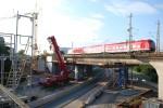 Baustelle Brückenbau Fürth. Ein Zug in Richtung Würzburg. 29.08.10