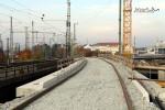 Nürnberg-Doos 31.10.10: Eingebrachter Schotter und Schienen auf der Brücke über die A73