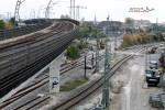 Steinbühl 25.10.10: Blick vom oberen Bahnsteig in Richtung Westen; Der Bagger steht im S-Bahngleis