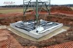Mast 8108: Die Betonplatte ist gegossen, die Armierungen der Zylinder schauen heraus