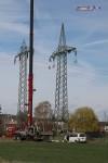 Fertig: Der neue Mast 8100 steht neben dem alten