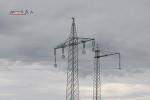 Mast 8107: Teilweise demontierter Mast mit einseitig umgehängten Leiterseilen