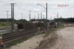 Eltersdorf 30.08.14: Stapel mit  abgebauten Gleisrosten beim km 17,8, dahinter die neuen Gleise