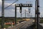 Eltersdorf 17.08.14: Blick vom derzeitigen Bahnsteig auf die neue Signalbrücke und Holzbahnsteig