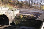 Burgbergtunnel 21.11.14:  Teilweise freigelegte Stützwand aus Bohrpfählen