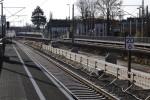 Bruck 21.11.14: Der Bau des neuen Inselbahnsteiges hat begonnen