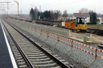 Eltersdorf 14.12.14: Eingebauter Gleisschotter und östliche Bahnsteigkante