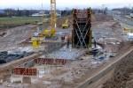 Eltersdorf 14.12.14: Schalung für das südliche Widerlager des Überwerfungsbauwerkes