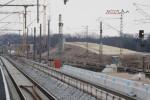 Eltersdorf 06.03.15: Blick vom Holzbahnsteig in Richtung Südwesten, im Hintergrund das entstehende Überwerfungsbauwerk