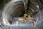 Burgbergtunnel 11.05.15:  Tunnelbagger bei Meter 80 an der Ortsbrust von Strosse und Sohle