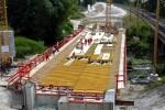 Erlangen 28.07.15:  Schalarbeiten für den Brückenüberbau über die Schwabach