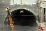 Burgbergtunnel 17.07.15: Der Tunnel-Durchblick - leider nur durch die Glasscheibe