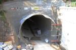 Burgbergtunnel 22.08.15: Südportal; gut sichtbar ist die im Rohbau fertiggestellte Tunnelsohle