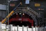 Burgbergtunnel 23.10.15: Nordportal; über dem Schalwagen ensteht das noch freiliegende Endstück des Tunnels