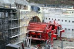 Burgbergtunnel 14.12.15: Südliche Portalwand mit herausgefahrenem Bewehrungswagen