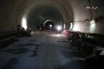 Burgbergtunnel 07.12.15: Rechts Schalung für den Randweg