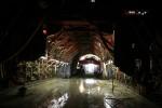 Burgbergtunnel 07.12.15:  Schalwagen über frisch gegossenem Segment 7, in Hintergrund der Bewehrungswagen