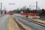 Eltersdorf 28.02.16: Blick auf den Bahnsteig mit vörläufigem (vorne) und endgültigem (hinten) Ende