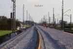 Baiersdorf 07.04.16: Blick von km 29,5 in Richtung Süden; abgelegte Langschienen wurden verteilt
