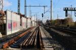 Erlangen 12.04.16: Gleisende Gleis 1. Im Hintergrund 111 216 mit RE 59330 nach Bamberg