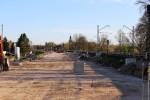 Erlangen 12.04.16: Blick von der Schwabachbrücke in Richtung Süden; Links von dem Mastfundament in Bildmitte werden die Süd-Nord-Richtungsgleise platz finden; Rechts davon ist Platz für das Wendegleis