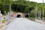 Bubenreuth 12.05.16: Nordportal des Burgbergtunnels, davor geschotterte Trasse