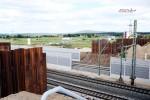 Baiersdorf 20.06.16: Blick von der Straßenbrücke ERH 5 in Richtung Nordosten; Die Widerlager der ausgehobenen Hilfsbrücke sind hier zu sehen