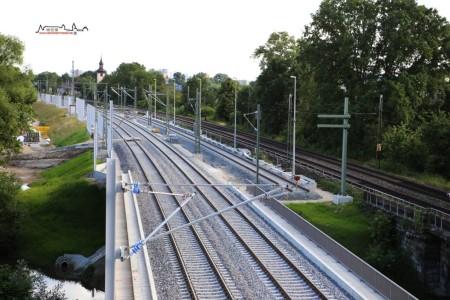 Erlangen 21.06.16: Blick von der Bayreuther Straße auf die Neubaugleise samt Wendegleis