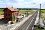 Kersbach 20.06.16: Blick von der Kreisstraße FO 25 in Richtung Süden; Das alte Bahnwärterhäuschen muss in Kürze weichen