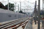 Eltersdorf 26.07.16: Die Nord-Süd-Richtungsgleise mit den Weichen 403 und 406, links das ehemalige Bahnhofsgebäude hinter der Wand; Blickrichtung Norden
