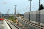 Eltersdorf 26.07.16: Das Nord-Süd-Ferngleis führt über das Überwerfungsbauwerk; zwischen dem Geländer bei km 18,4 und dem unteren Bildrand wird der Befhelfsbahnsteig aufgebaut.
