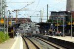Erlangen 05.07.16: Zwei neue Turmmasten am Mittelbahnsteig