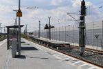 Eltersdorf 07.08.16: Der Bahnsteig wird aus Metallelementen aufgebaut