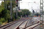 Erlangen 19.08.16: Blick vom Holzbahnsteig (Gleis 2/3) in Richtung Norden