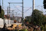 Erlangen 13.08.16: Blick vom Altstädter Friedhof in den Bahnhof; Bildmitte links die neue Weichenverbindung 907/908