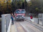 Baustellenverkehr und Zaungäste auf der Gunzendorfer Brücke - 21.11.2016