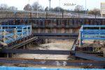 Kersbach 27.11.16: Durch Spundwände gesicherte Baugrube für den Personentunnel als Bahnsteigzugang